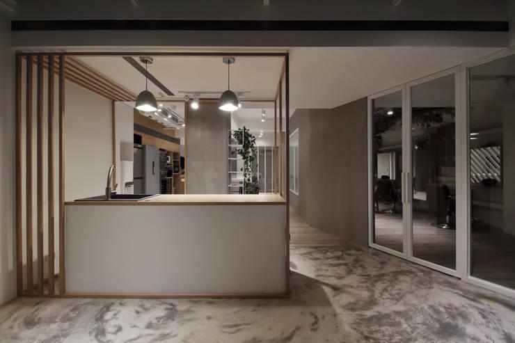 J`s garden:  商業空間 by 樂沐室內設計有限公司