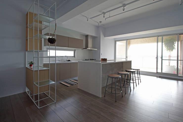 楓樹:  廚房 by 樂沐室內設計有限公司
