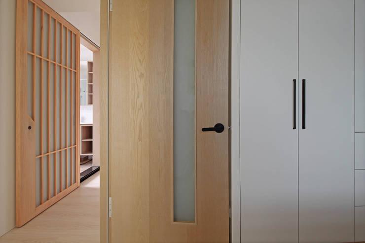 Portes d'intérieur de style  par 樂沐室內設計有限公司, Scandinave