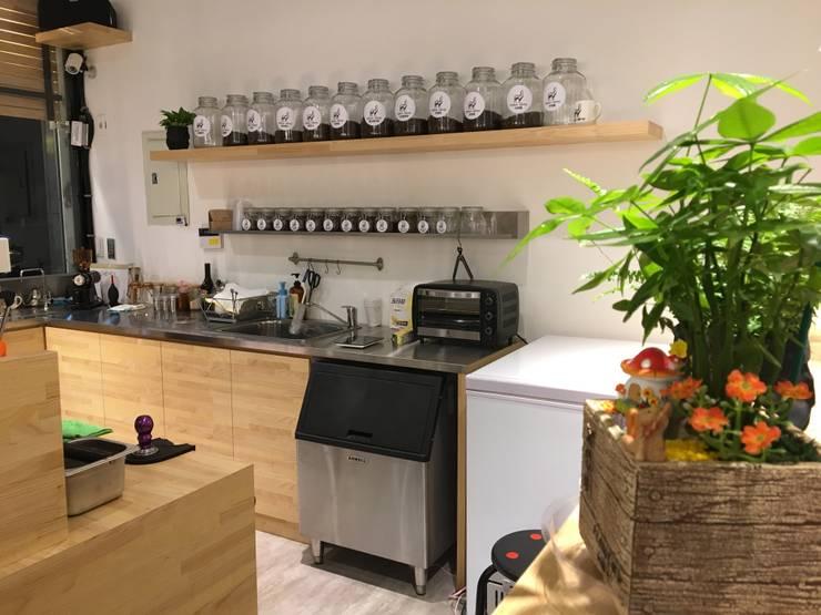 諾馬連鎖咖啡 南勢角店:  餐廳 by 捷士空間設計(省錢裝潢)