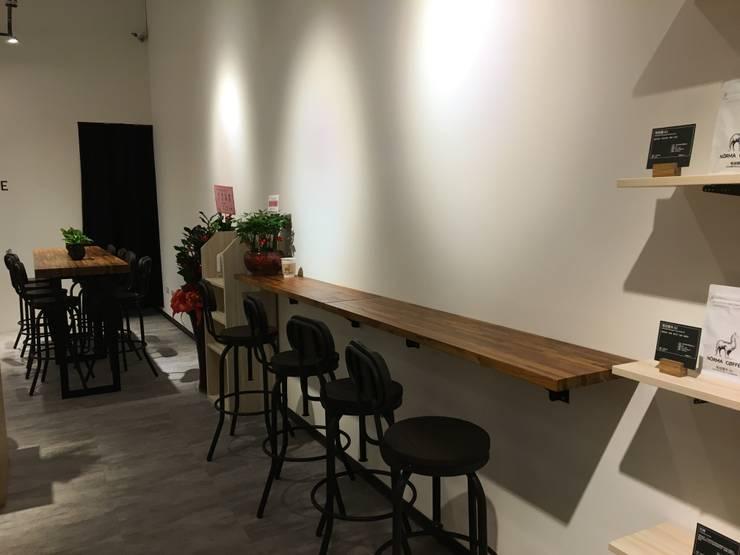 Comedores de estilo  de 捷士空間設計(省錢裝潢)