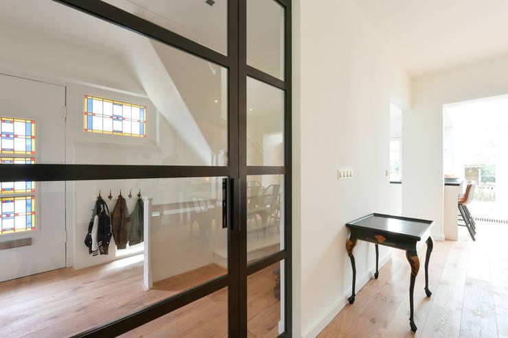Skygate - Betaalbare stalen binnendeur - project Naarden:  Ramen & deuren door Skygate - Betaalbare stalen binnendeur