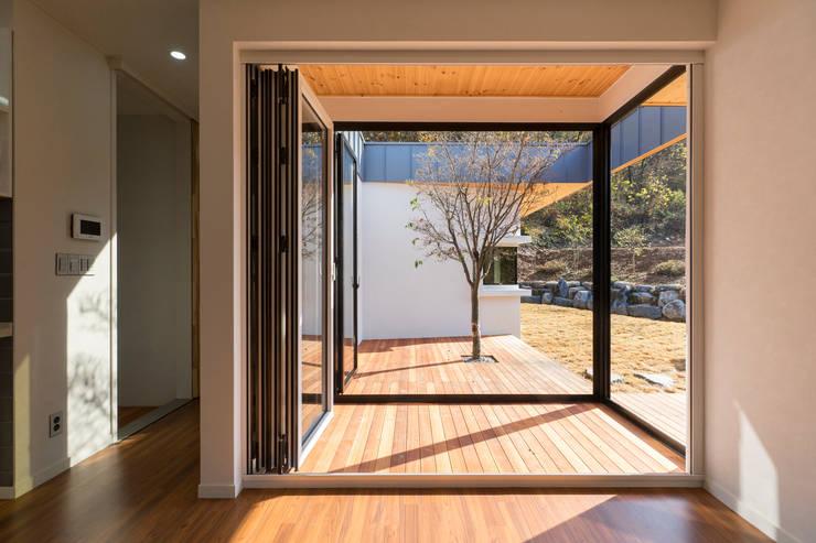 청양 농가주택 프로젝트: 적정건축의  베란다