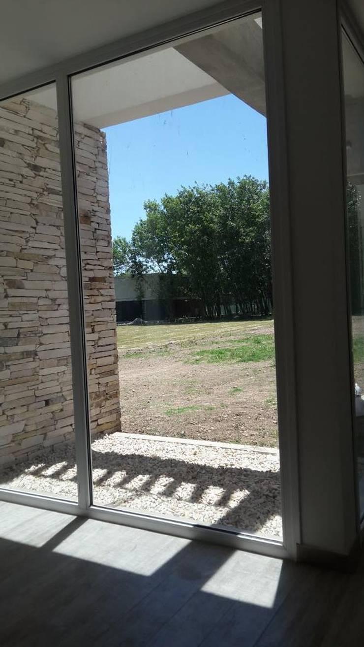 Vivienda M+S GB: Jardines de estilo  por Arquitectura Bur Zurita,