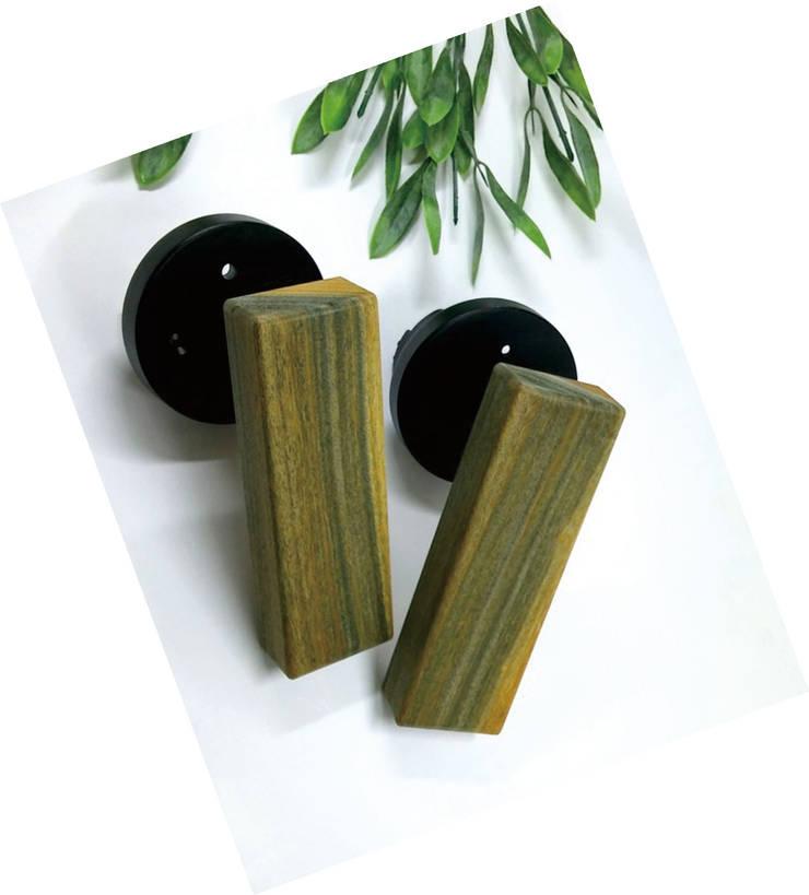 guaiac wood door handle: 아키인포의  창문 & 문,