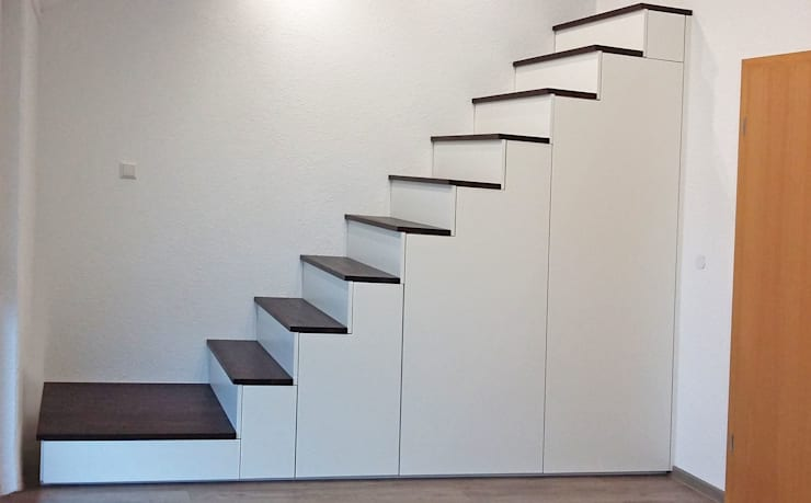 Treppe mit integriertem Schrank:  Treppe von Schreinerei & Innenausbau Fuchslocher