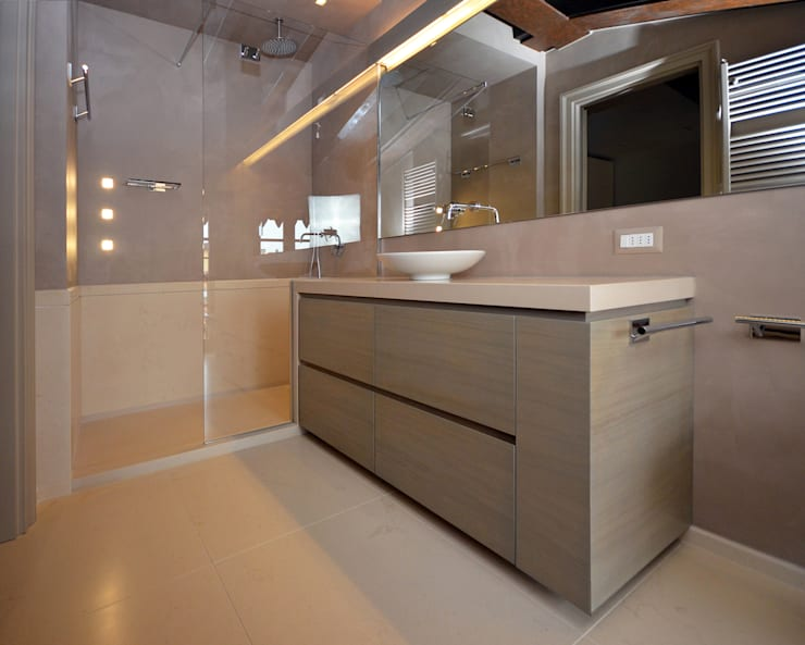 浴室 by Gianfranco Sangalli Architetti