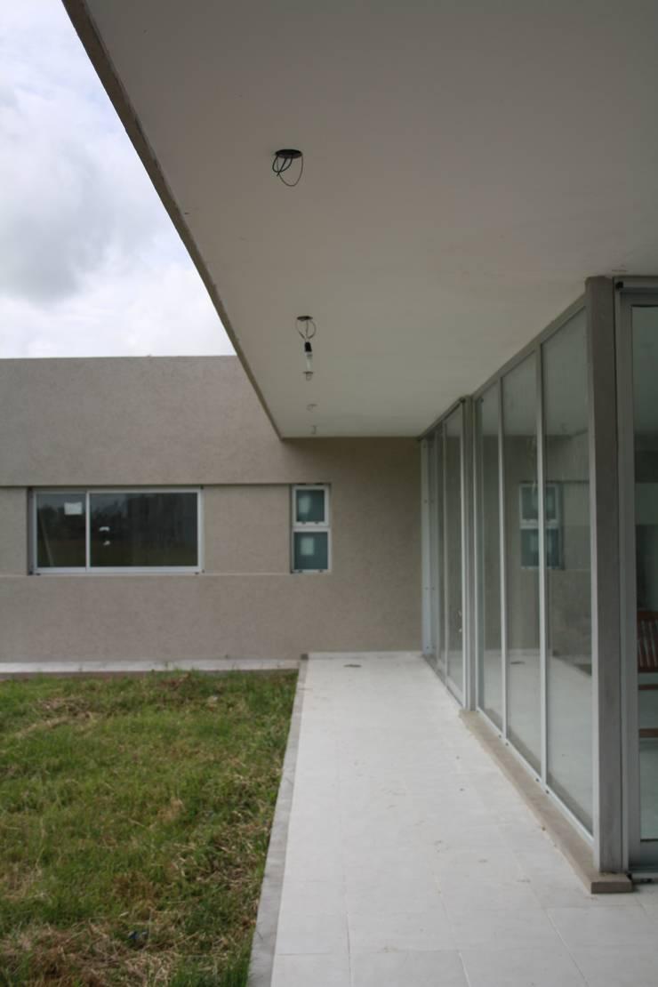 Galería al parque: Casas de estilo  por Arquitectura Bur Zurita,