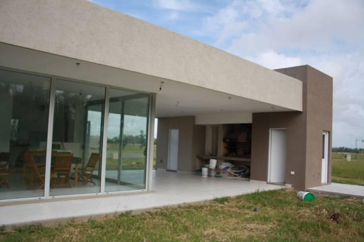 Galería al parque + semicubierto de usos varios: Casas de estilo  por Arquitectura Bur Zurita,