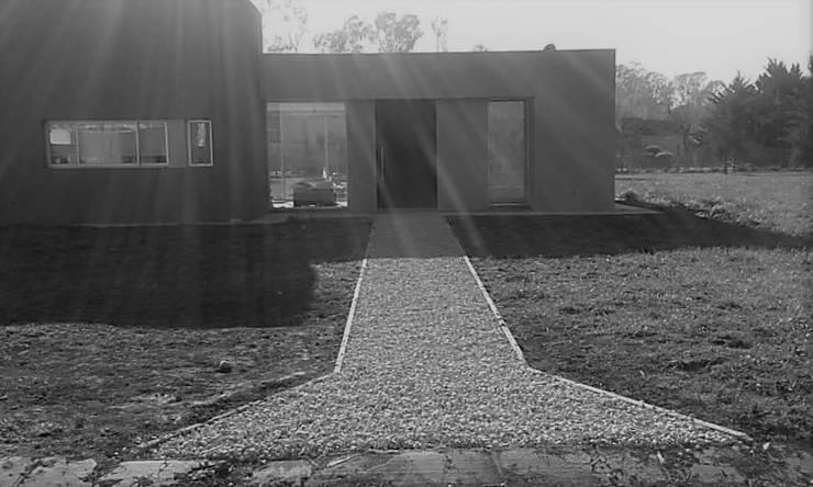 Acceso principal: Casas de estilo  por Arquitectura Bur Zurita,