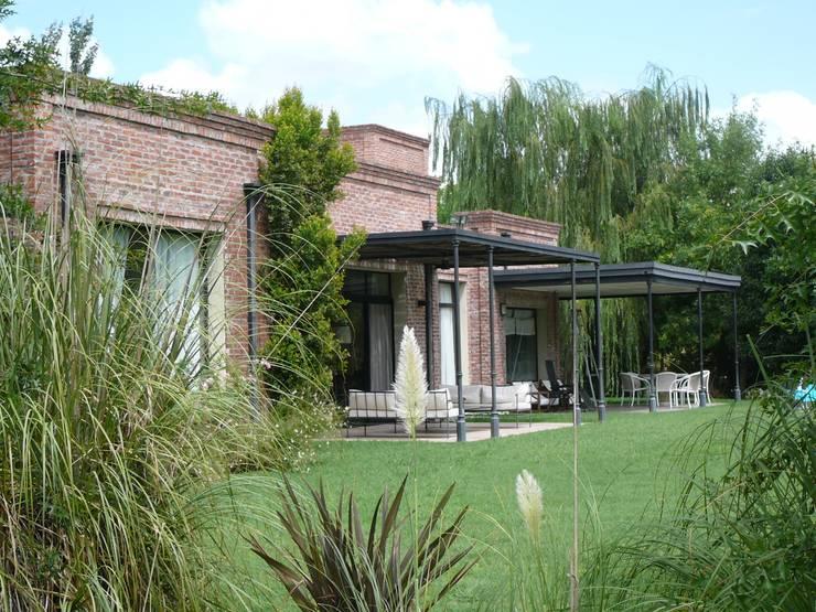 Diseño de Casa de Campo tipo Pueblo por Estudio Dillon Terzaghi Arquitectura: Casas de campo de estilo  por Estudio Dillon Terzaghi Arquitectura - Pilar