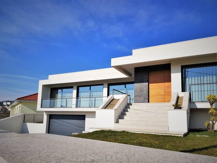 Maisons de style  par Jesus Correia Arquitecto,