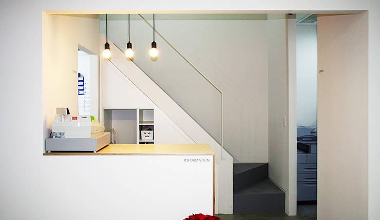 내부: (주)건축사사무소 예인그룹의  계단,