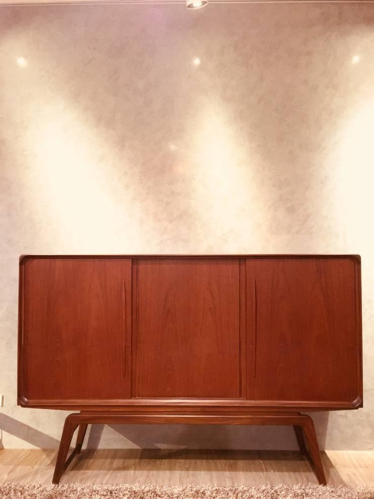 Danish Teak Sideboard / 丹麥柚木老件邊櫃:  客廳 by 北歐觀點老件家具專賣店
