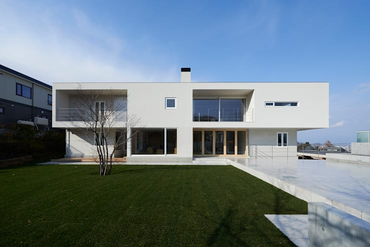 FSMR: アトリエモノゴト 一級建築士事務所が手掛けた一戸建て住宅です。