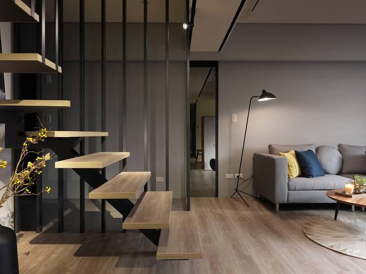 Stairs by 星葉室內裝修有限公司