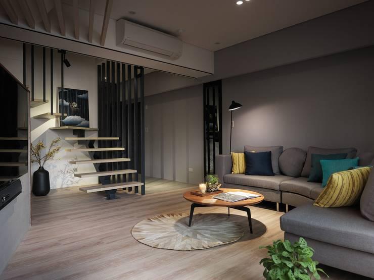 Projekty,  Salon zaprojektowane przez 星葉室內裝修有限公司