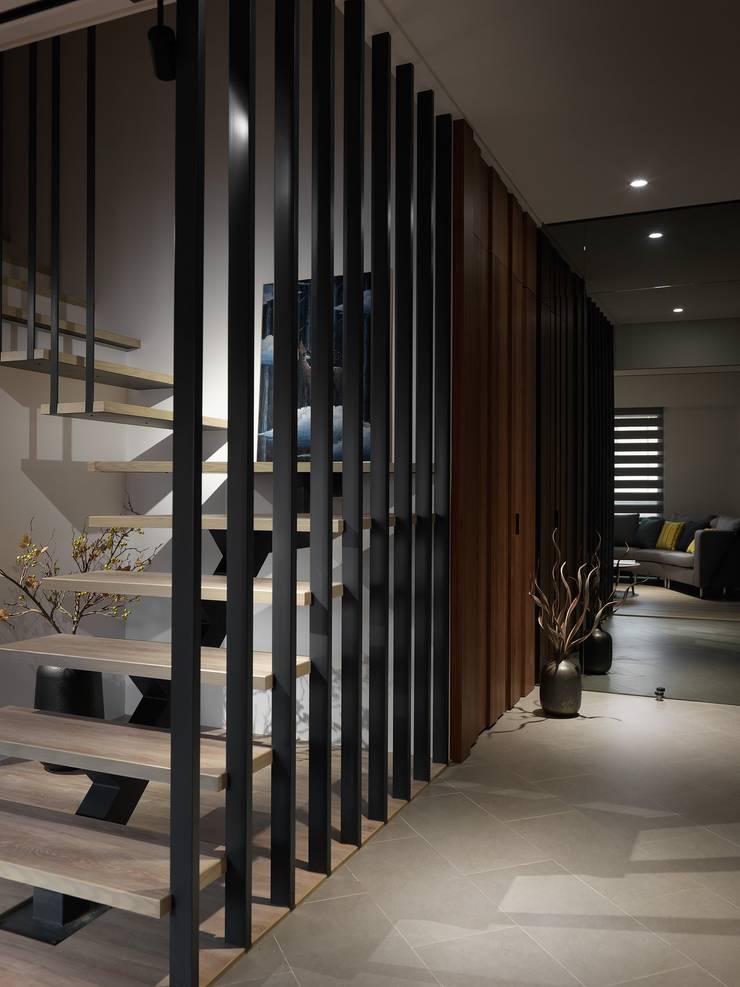 在休閒風設計中傾聽生活、感受溫度  :  客廳 by 星葉室內裝修有限公司