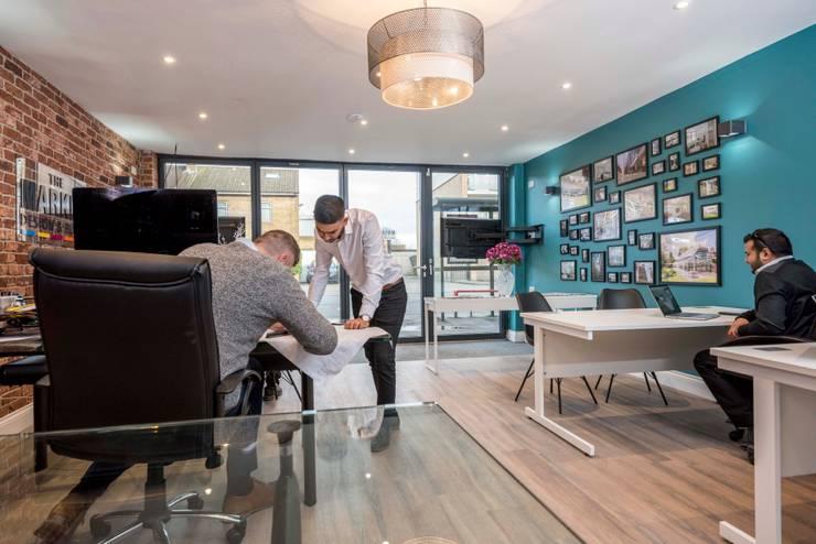 Kantor & toko oleh The Market Design & Build, Modern