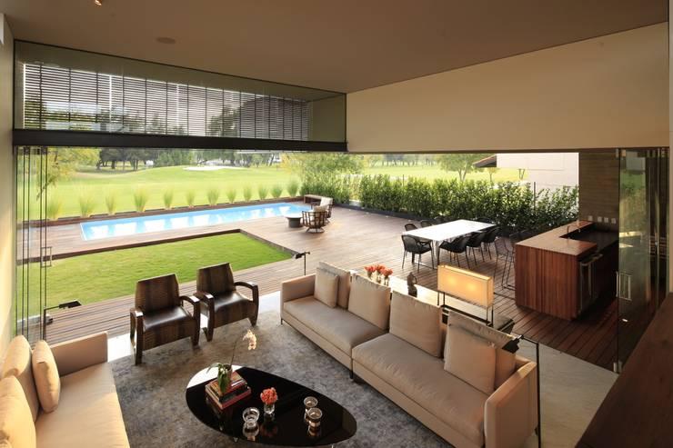 M2 HOUSE: Terrazas de estilo  por Hernandez Silva Arquitectos