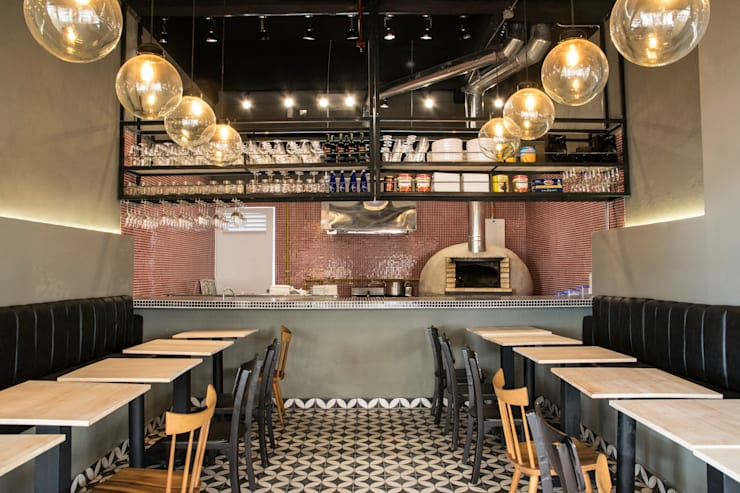 Pizzeria: Locales gastronómicos de estilo  por CASA DINAMICA   Arquitectos de Interiores   Bogotá