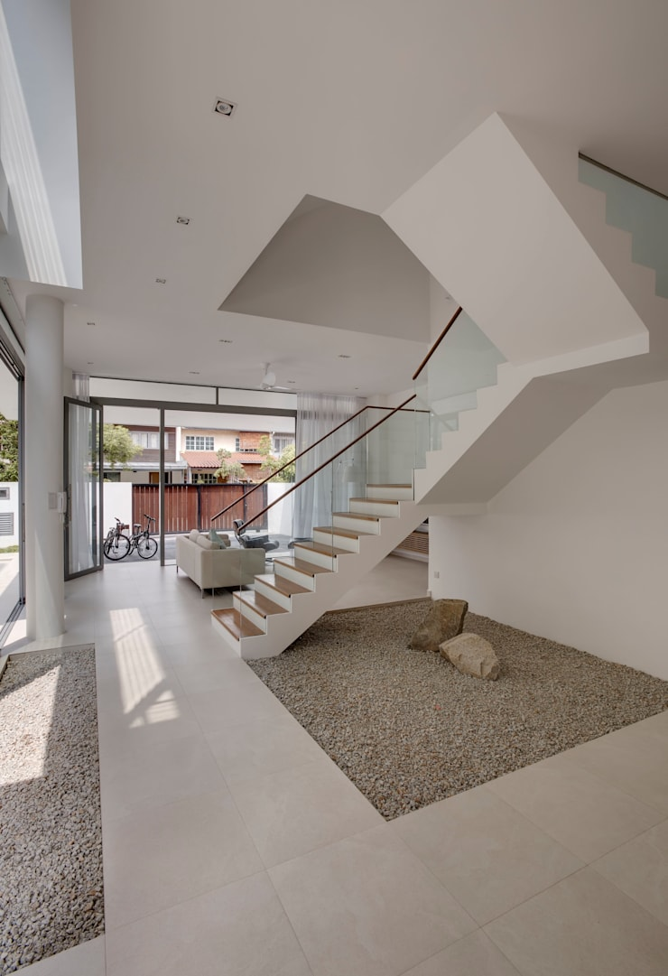 Modern Attap House at 48 Jalan Sukachita:  Living room by Lim Ai Tiong (LATO) Architects,