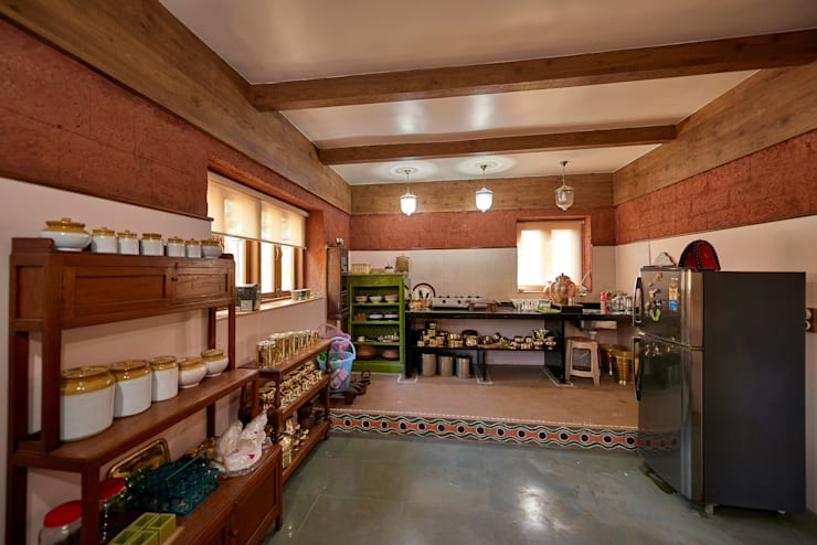 Kitchen : classic Kitchen by RA LIFESTYLES