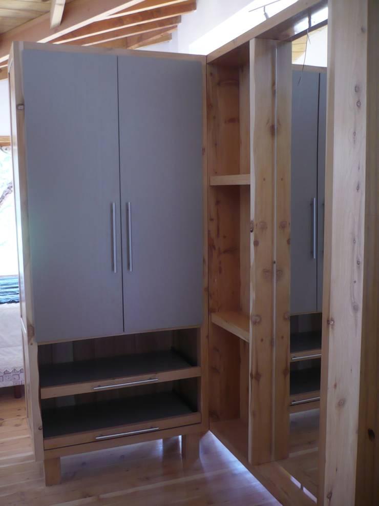 Ampliación El Soñador: Dormitorios de estilo  por ARQUITECTA YAZMIN RIVAS CEA,