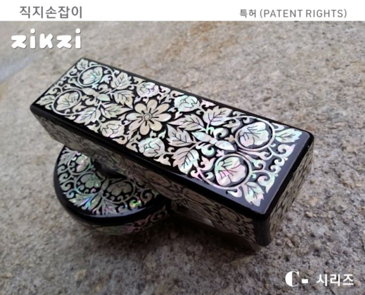 artistic wooden door handle: 아키인포의 클래식 ,클래식 우드 우드 그레인