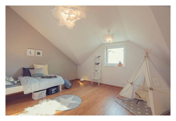 Home Staging einer Wohnung in 1140 Wien die zu VERKAUFEN ist !!!:  Kinderzimmer von VIENNA HOME STAGING