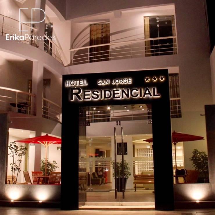 Iluminacion Ingreso Principal: Hoteles de estilo  por EPG  Studio