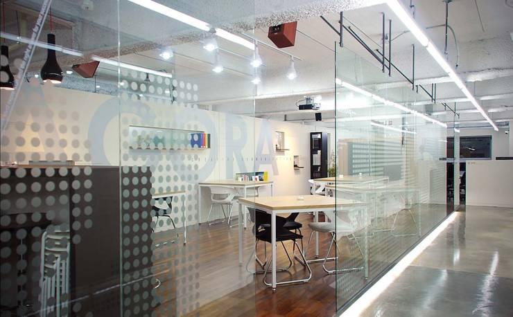 내부: (주)건축사사무소 예인그룹의  계단,모던 유리