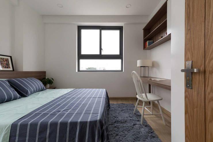 Anh sáng tự nhiên tràn ngập mang lại không khí thoáng đãng cho căn phòng.:  Phòng ngủ by Công ty TNHH Thiết Kế Xây Dựng Song Phát