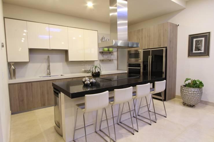 COCINA: Cocinas de estilo moderno por Acrópolis Arquitectura