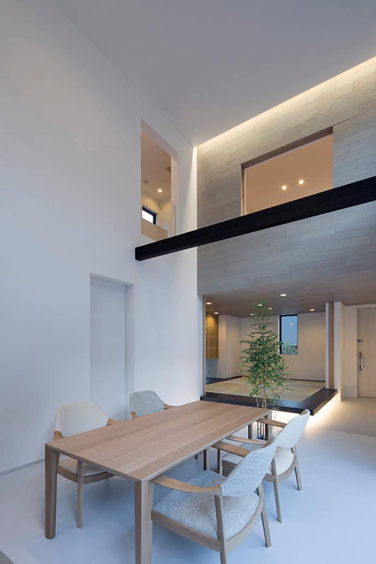 Dining room by 松岡淳建築設計事務所, Modern