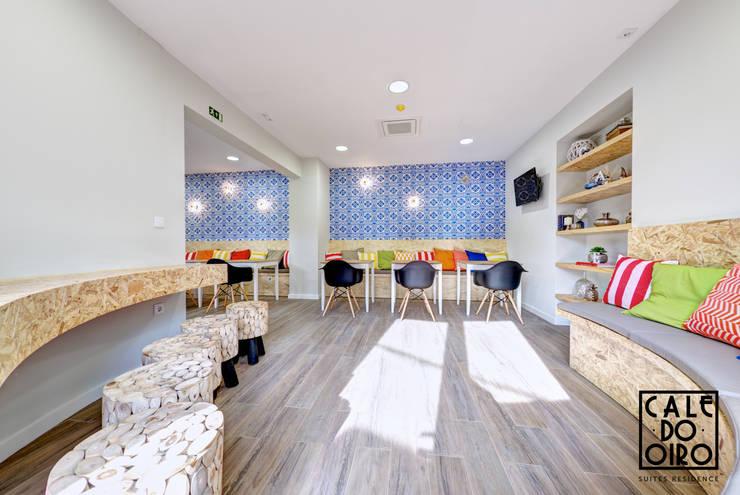 Lounge: Salas de estar modernas por EMME Atelier de Interiores