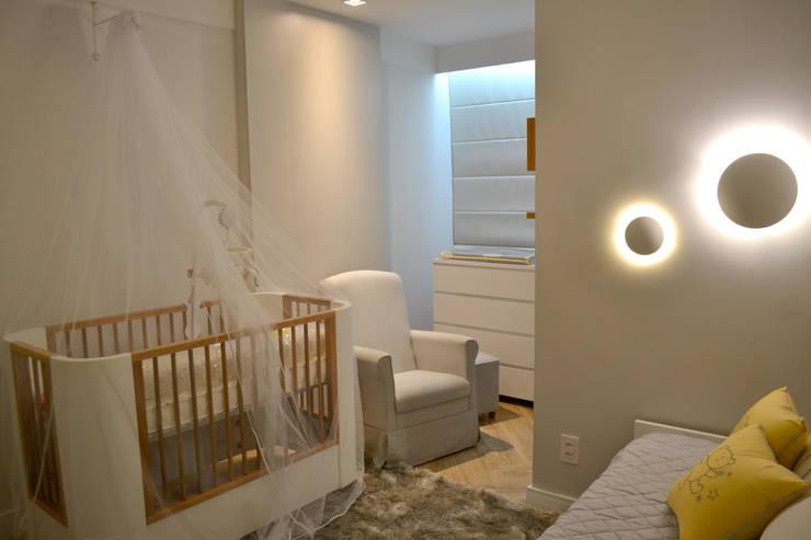 Quarto de bebê: Quartos de bebê  por Bino Arquitetura
