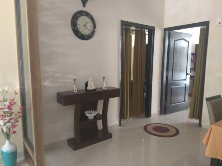 Living room by Kapilaz Space Planners & Interior Designer