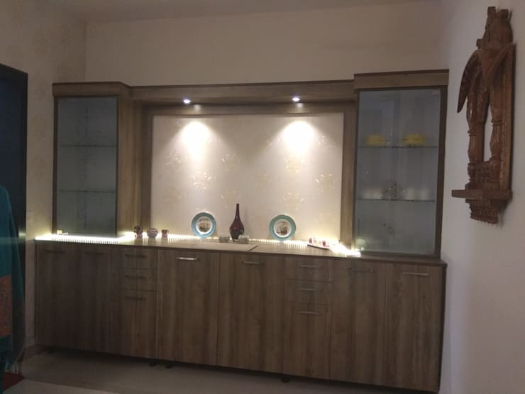 Concealed Bar Set:  Dining room by Kapilaz Space Planners & Interior Designer