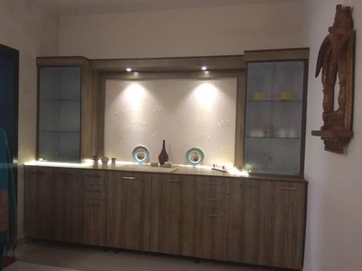 Dining room by Kapilaz Space Planners & Interior Designer