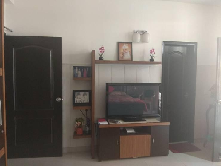 LCD Panel:  Multimedia room by Kapilaz Space Planners & Interior Designer