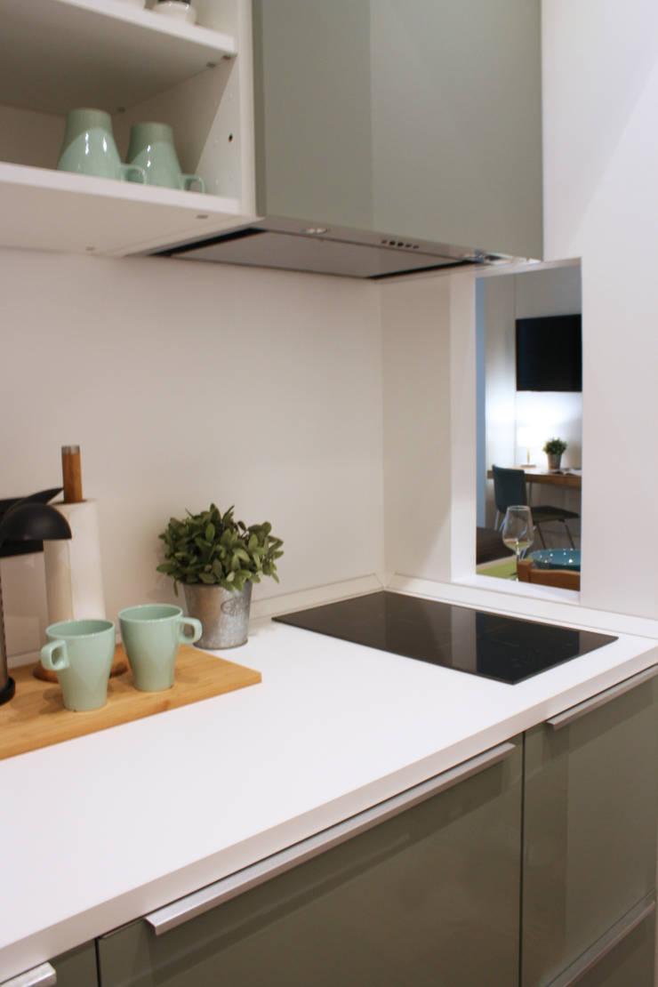 green: Sala da pranzo in stile in stile Scandinavo di studio ferlazzo natoli