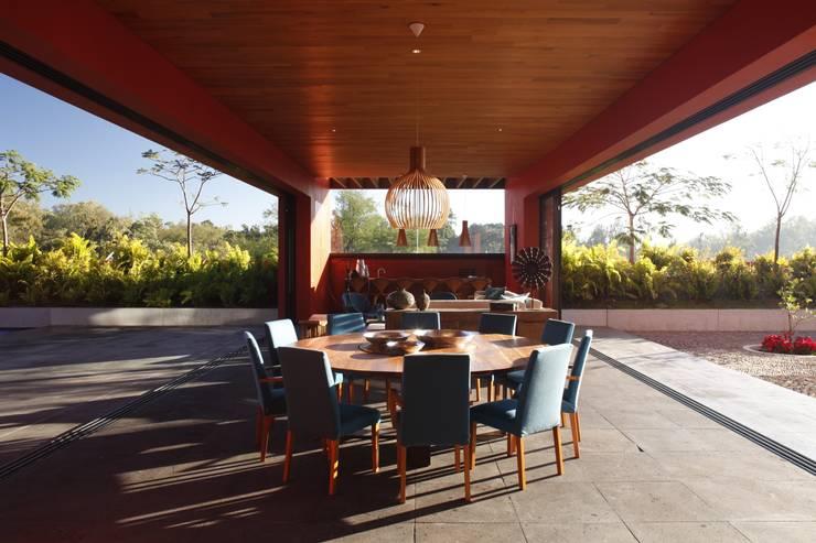 RED HOUSE Modern balcony, veranda & terrace by Hernandez Silva Arquitectos Modern