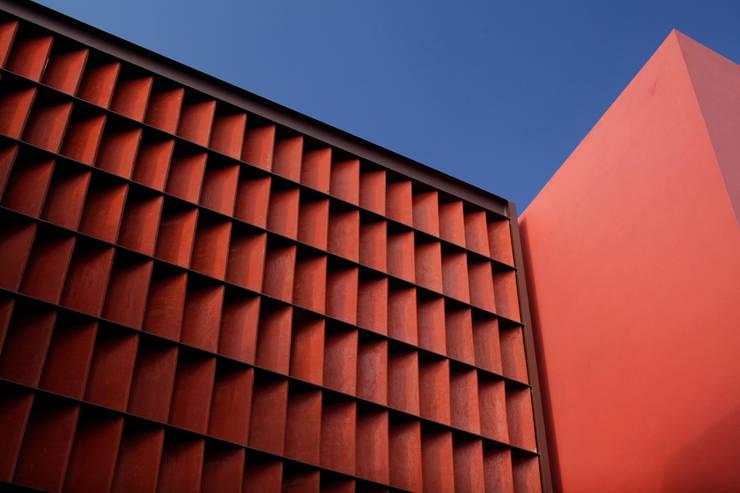 RED HOUSE Modern houses by Hernandez Silva Arquitectos Modern