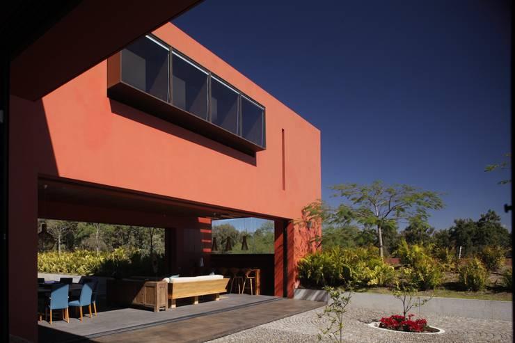 RED HOUSE: Casas de estilo moderno por Hernandez Silva Arquitectos