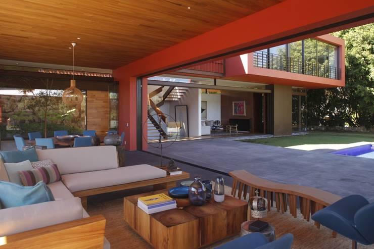 RED HOUSE: Salas de estilo moderno por Hernandez Silva Arquitectos