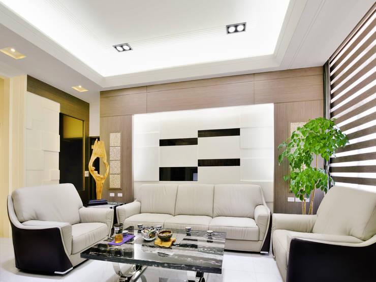 新竹寶山鄉 葉公館:  客廳 by 築室室內設計