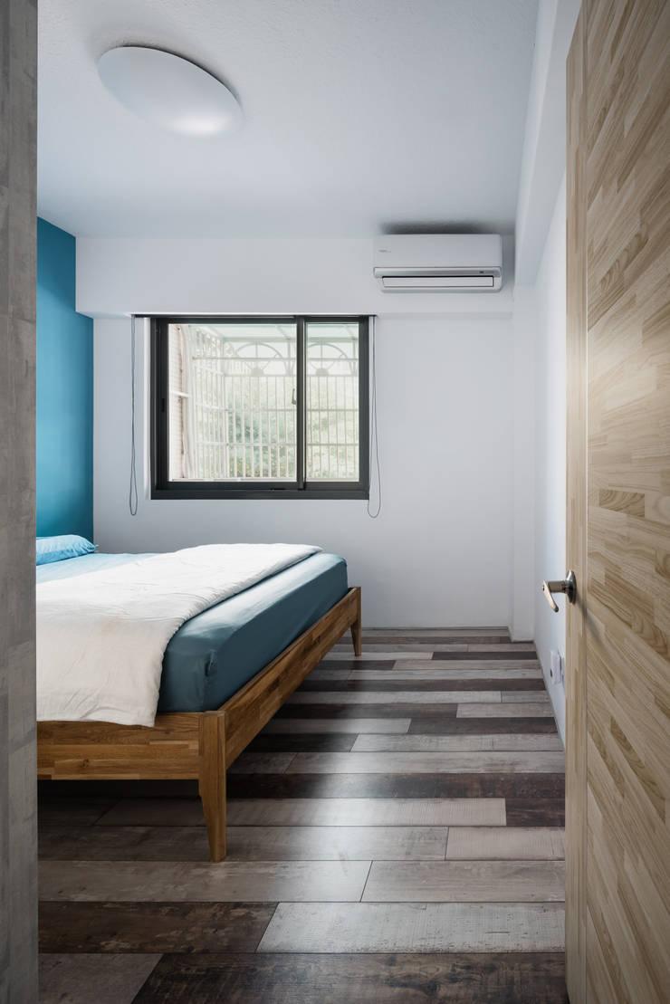 Dormitorios de estilo  de 築室室內設計, Minimalista