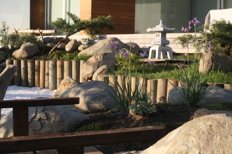 La isla de la tortuga: Jardines japoneses de estilo  de Jardines Japoneses -- Estudio de Paisajismo