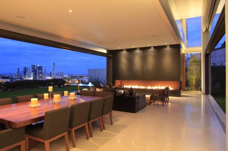 BR HOUSE: Salas de estilo  por Hernandez Silva Arquitectos
